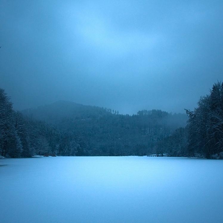 lake_night_frozen_surface_ice_blue_52133_2048x2048.jpg