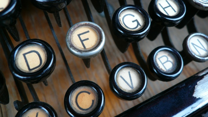 typewriter_keys_visual_stage